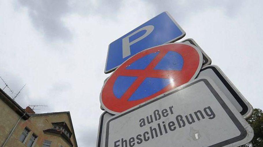 Die Straßenverkehrsbehörden sind unter anderem für die Einrichtung von Sonder-Parkzonen zuständig.