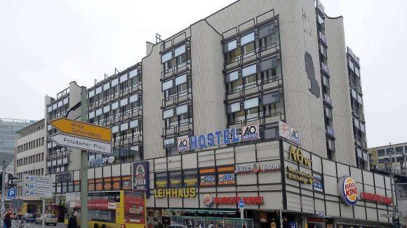 Nicht gerade eine Augenweide: In der Passage an der Joachimstaler Straße war bisher auch das A&O-Hostel beherbergt.