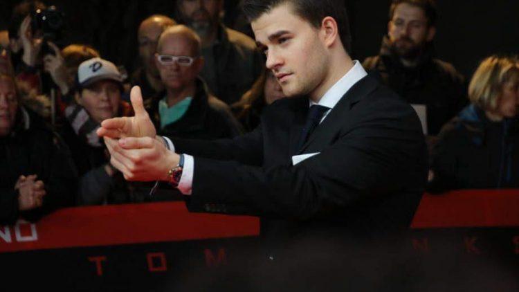 """Der deutsche """"Shooting""""-Star Patrick Mölleken hat zwar keine Rolle im Film, auf dem roten Teppich ist er aber trotzdem voll im Agenten-Fieber."""