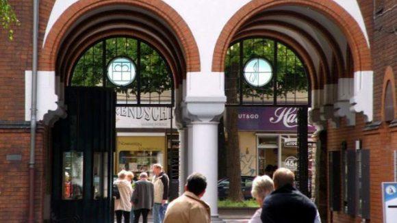 Blick aus dem Innenhof des Stifts in Richtung Müllerstraße. Das Paul Gerhardt Stift möchte in Zukunft noch offener für die Probleme der Kiezbewohner werden.