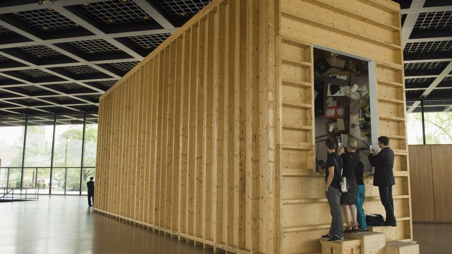 "Paul McCarthys ""The Box"" in der Neuen Nationalgalerie"