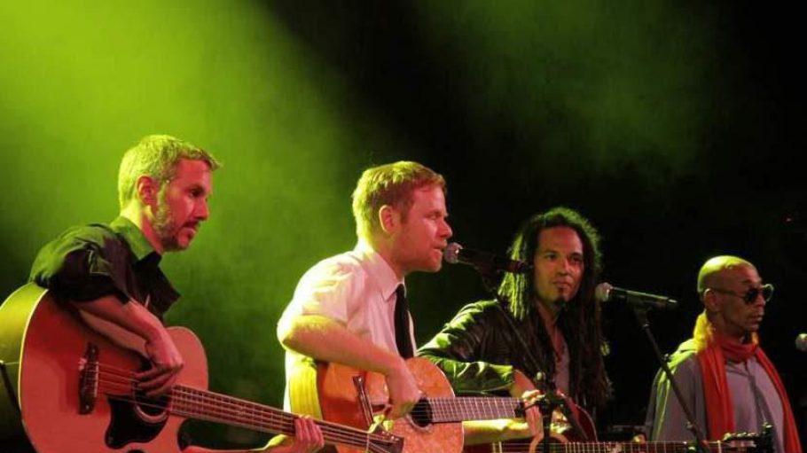 Sicher einer der Höhepunkte des Abends: Peter Fox mit anderen Seeed-Bandmitgliedern.