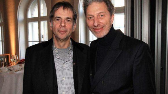 Philharmonie-Intendant Martin Hoffmann (links) und Schauspieler Rufus Beck kamen zum Empfang in die Bertelsmann-Repräsentanz Unter den Linden.
