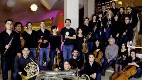 Die zeigen dir, wo die Geige hängt. Stipendiaten der Orchester-Akademie der Berliner Philharmoniker spielen regelmäßig kostenlose Konzerte.