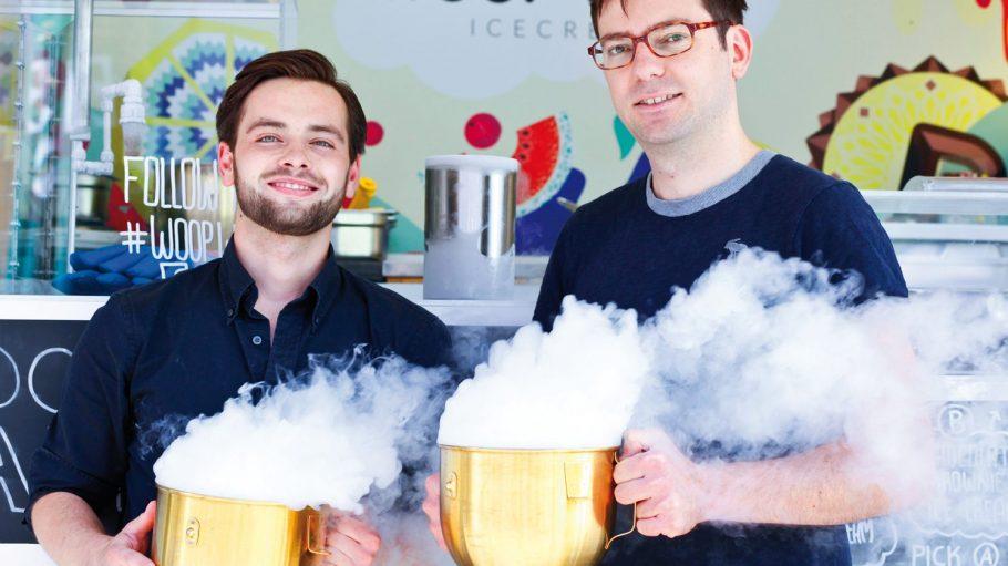 Spektakuläre Produktion: Philipp und Boris von Woop Woop Icecream machen aus flüssigem Stickstoff super cremiges Eis.