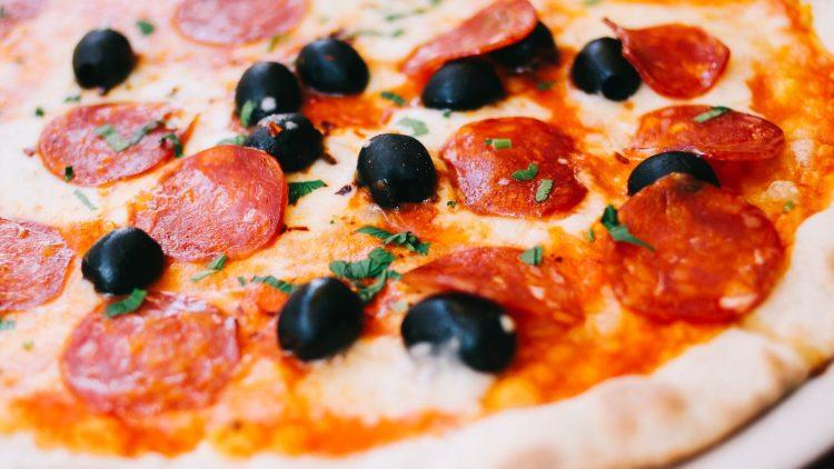 Drei Gänge + ein Glas Wein für schmale 20 Euro - willkommen zur Eatalian Food Week. Günstiger gibt's nur die Pizza.