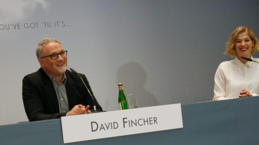 """Während des Gesprächs über den neuesten Thriller """"Gone Girl - Das perfekt Opfer"""" von David Fincher gab es auch etwas zu Lachen."""