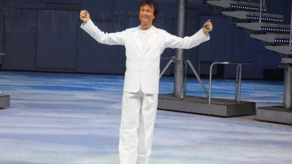 Der ehemalige Eiskunstläufer Norbert Schramm führte das Publikum durch den Abend.