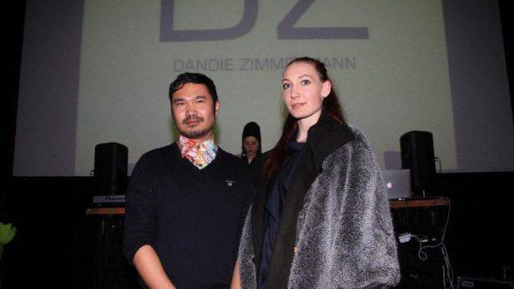 Und das ist Designer Dandie Zimmermann höchst selbst an der Seite seiner Assistentin.