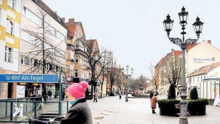Bei vielen Anwohnern ist der Platz am U-Bahnhof Alt-Tegel besser bekannt als Schlossplatz.
