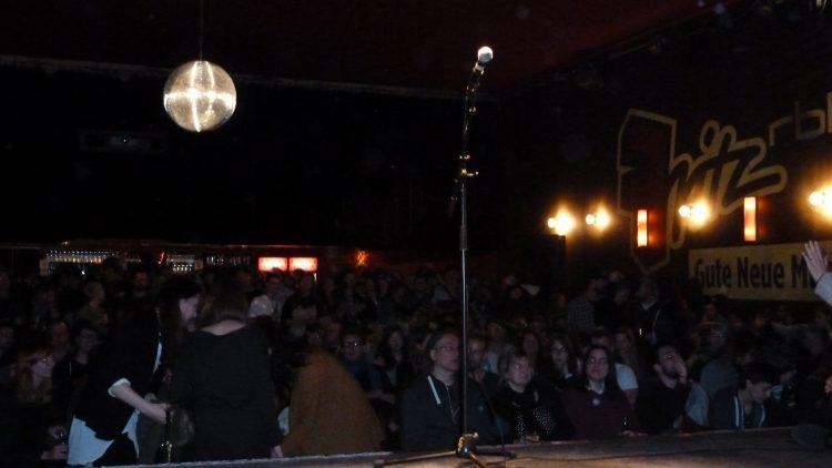 Full House beim Poetry Slam im Lido in Kreuzberg.