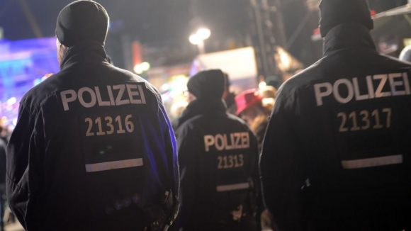 Neu aufgestellt. Die Polizei hat eine neue Führungsstruktur für Großeinsätze wie hier beim Silvesterevent am Brandenburger Tor.