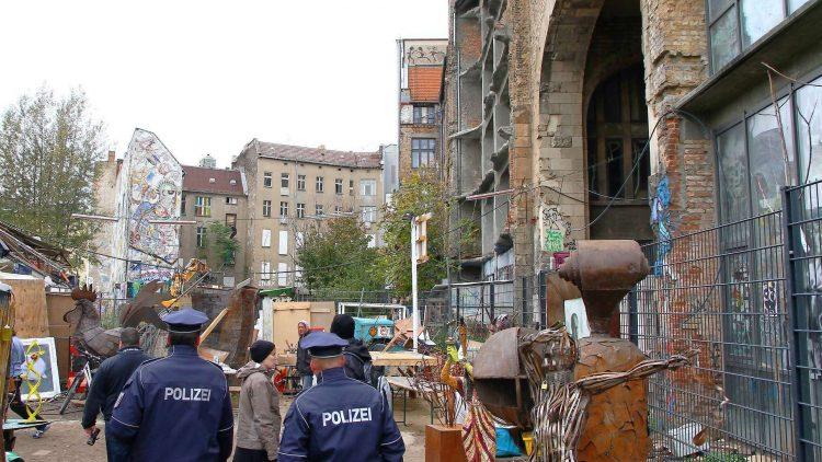 Kunsthaus Tacheles: 22 Jahre lang besetzt und im September 2012 von der Polizei geräumt: Das Areal wurde nun für 150 Millionen verkauft.