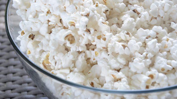 Popcorn, Freunde und gute Filme: so geht ein entspannter Feierabend.