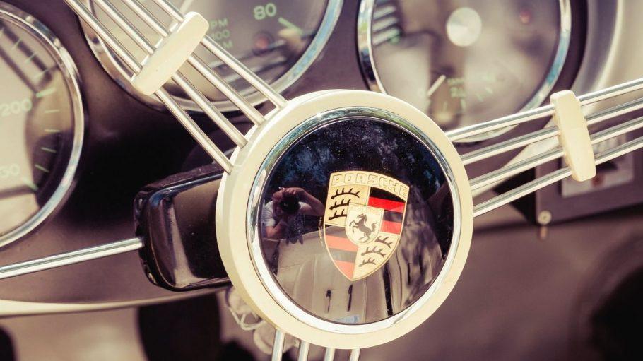 Rund 270 Autos kommen am Freitag in Pankow unter den Hammer. Ein Porsche ist auch dabei.