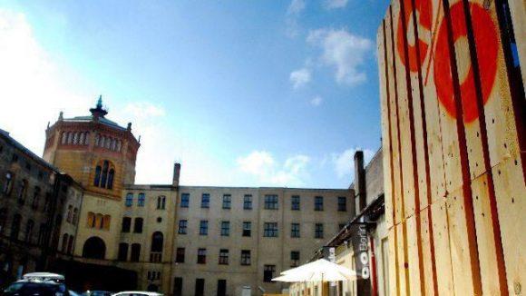 Die Rückseite vom Postfuhramt an der Oranienburger Straße, das noch die Galerie c/o Berlin beherbergt.