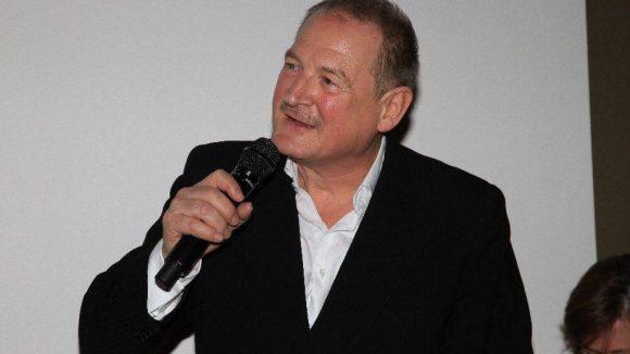 """Schauspieler Burghart Klaußner (""""Das weiße Band"""") moderierte die Verleihung des Preises der deutschen Filmkritik in der Tube Station."""