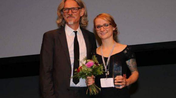 """Ballhaus-Preisträgerin (der Preis für Kameraabsolventen) war Julia Hönemann für """"Porn Punk Poetry"""", daneben Laudator Martin Langer, Kameramann."""