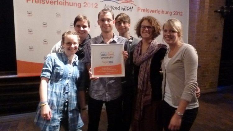 Die Berliner Sommercamp-Organisatoren freuen sich über die Ehrung.