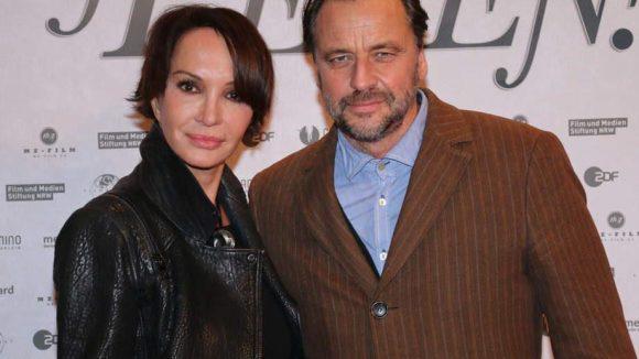 Außerdem waren bei der Berlin-Premiere des Films dabei: Schauspielerin Anouschka Renzi mit Freund Carsten Sander ...