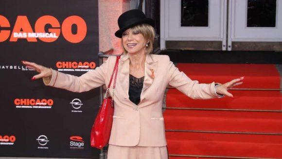Ku'Damm-Legende Judy Winter ließ sich das musikalische Spektakel im Theater des Westens nicht entgehen. Sie selbst stand schon als Marlene Dietrich und Hildegard Knef auf den Berliner Bühnen.