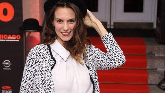 """Der """"alte"""" Hut steht auch der ehemaligen Miss Berlin Katrin Wrobel ganz fantastisch."""