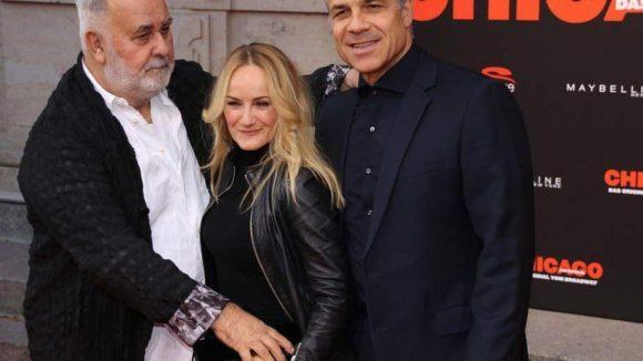 Möchte Star-Friseur Udo Walz hier die Handtasche von Sängerin Katherine Mehrling gegen Carsten Speck verteidigen oder beide nur ein bisschen drücken?
