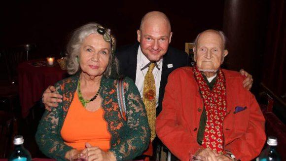 ... der Künstler Karsten Klingbeil mit Frau und Sohn (Mitte) ...