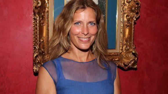 """Schauspielerin Valerie Niehaus (""""Überleben an der Wickelfront"""") mit strahlendem Lächeln."""