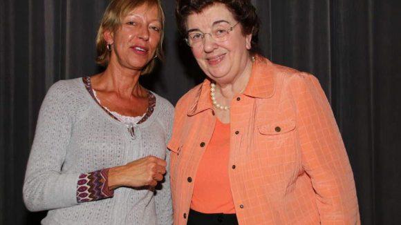 Zum Filmteam gehörten auch Petra Winkler (links, Stellenleiterin der Beratungsstelle Berlin/pro familia) und Dr. Lore Maria Peschel-Gutzeit (Justizsenatorin a.D. und Anwältin für Familienrecht).
