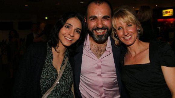 Hauptdarsteller Adnan Maral feierte mit seiner Frau Franziska (r.) und Kollegin Pegah Ferydoni.