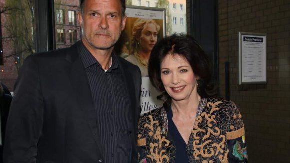 Iris Berben kam mit ihrem (etwas unglücklich dreinschauenden) Lebensgefährten Heiko Kiesow.