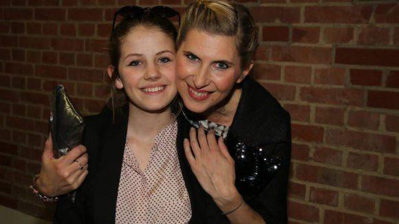 Auch Tochter Romy ist sichtlich stolz auf ihre Mama.