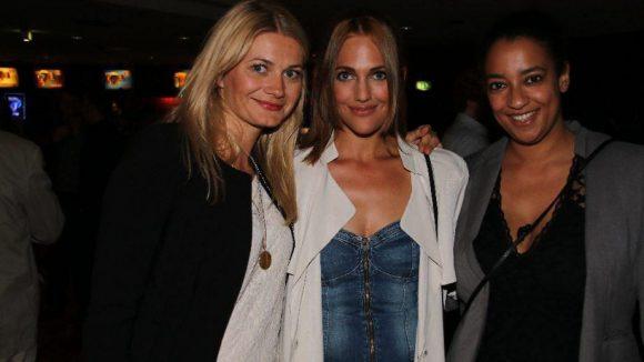 Gut gelaunt waren Schauspielerin Meriem Sahra Userli (Mitte) und ihre beiden Freundinnen Ana Grosse (l.) und Nana Gerritzen.