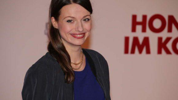 """... Schauspielerin Julia Hartmann (""""Alles ist Liebe"""") ..."""