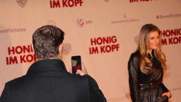 ... vom Ex-Mann ihrer Mutter, dem Schauspieler Sven Martinek abgelichtet.
