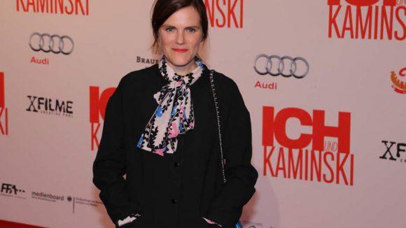 Schauspielerin Fritzi Haberland stiefelte allein über den Roten Teppich.