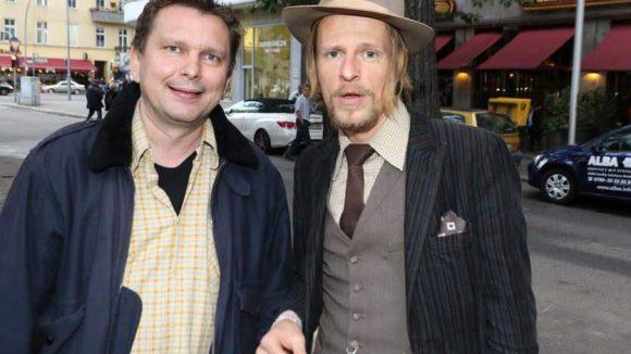 Regisseur Marc Ottiker und Schauspieler Alexander Scheer, heute ganz Dandy-like.
