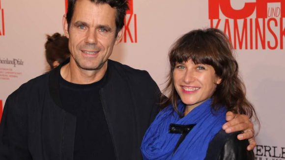 """Kollege Tom Tykwer (""""Lola rennt"""") hatte Partnerin Marie Steinmann zur Premiere mitgebracht."""