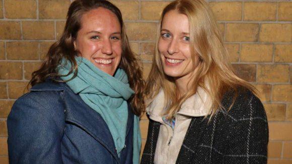 ... sowie Volksbühnen-Darstellerin Annika Meier (links) und Journalistin Johanna Maria Knothe.