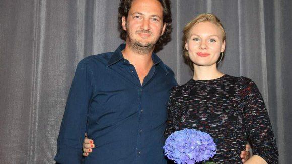 Die beiden Hauptdarsteller Jan Messutat (Kohlhaas) und Rosalie Thomass (Lisbeth).