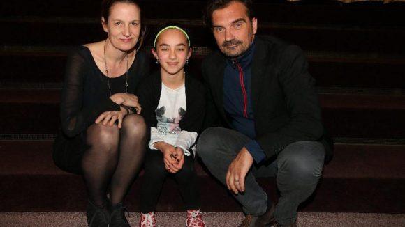 Die Darsteller Geno Lechner (l.), Sara Hameder und Leon Lucev.