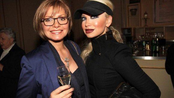 Die ehemalige Glücksrad-Buchstabenfee Maren Gilzer (links) mit Visagistin Ines Kerber.