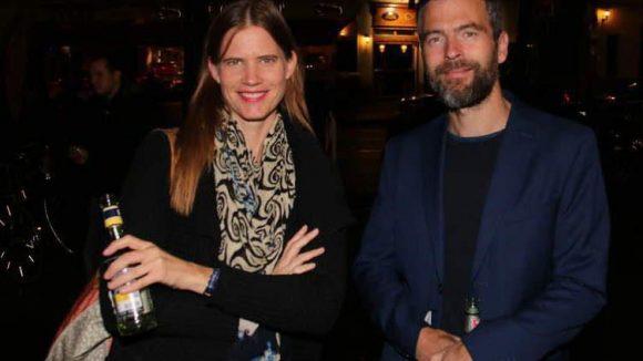 ... sowie Produzentin Iris Sommerlatte mit dem französischen Künstler Damien Cadio.