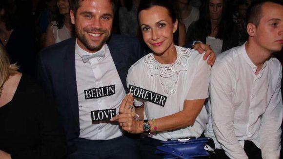 Machte einen Abstecher zur Show von Lala Berlin: Premium-Chefin Anita Tillmann mit Ehemann Ole.