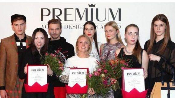 Die diesjährigen Gewinner: Nadi Studio by Na Di (links) mit ihren beiden Models dahinter, Louise Körner x MUUSE (Mitte) und Hemsley London by Jayne Hemsley (rechts), dahinter ihr Model mit Tasche des Labels.