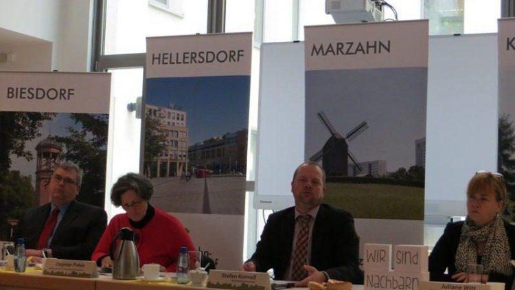 Stephan Richter, Dagmar Pohle, Bürgermeister Stefan Komoß und Juliane Witt (v.l.) bei der Jahrespressekonferenz im Rathaus Marzahn-Hellerdorf.