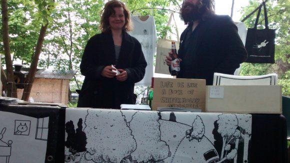 Und auch Comic-Künstler Dirk bringt seine Cartoons auf Berliner Flohmärkten unters Volk. Auf www.dirksbigbunnies.com kann man ihn auch abseits vom Trödel treffen.