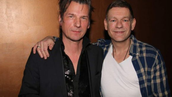 Rechts ihr Produzent Peter Plate, daneben Schlagzeuglegende Rudolf Moser (Einstürzende Neubauten), die die Platte mit einspielte und auch auf der Bühne stand.