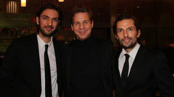 """Die Produzenten Max Wiedemann (l.) und Quirin Berg (r.) mit Schauspieler Thomas Heinze (""""Der Minister"""")."""